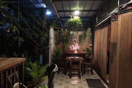 Exotic tropical wood house - Lampang - 獨棟
