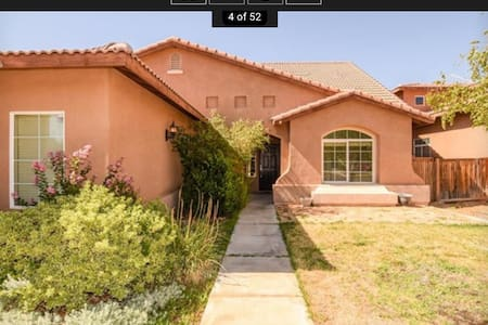 Spacious Loft Plus Bedroom And Bath - Victorville
