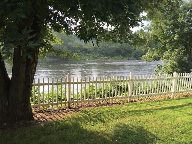 Getaway On the River - Leechburg - Casa