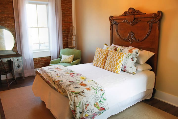Wild Daisy Farm B&B - Hummingbird Room