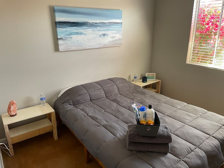 Clean, Quiet, Remodeled room on Golf Course