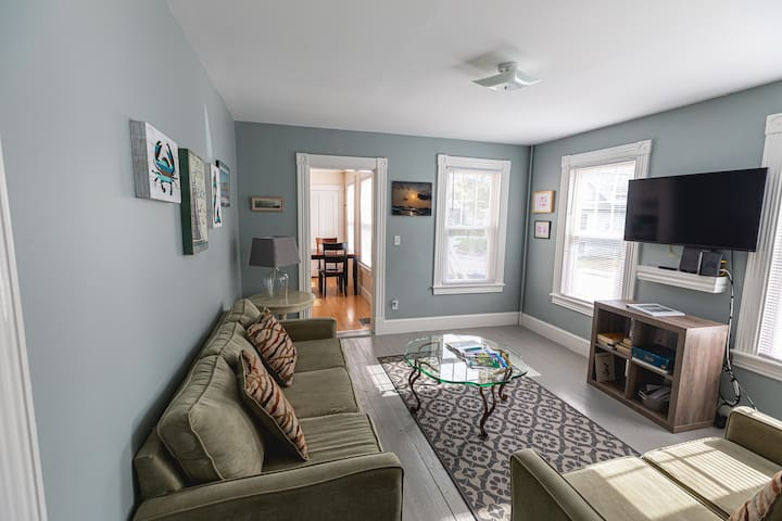 Bay Windows at Willard Beach, New 3 BR, 1 BA