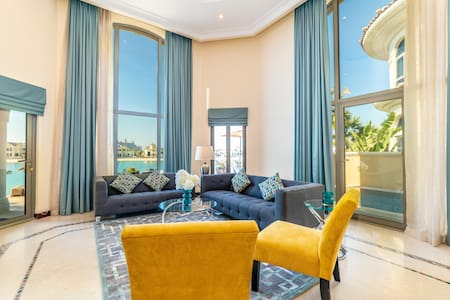 Palm Jumeirah Beachfront Villa with a private pool