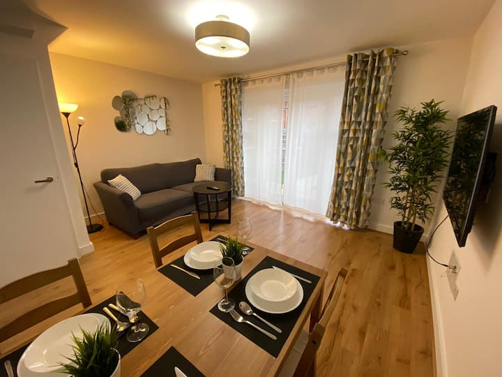 Spacious 4 Bedroom House with Outdoor Area
