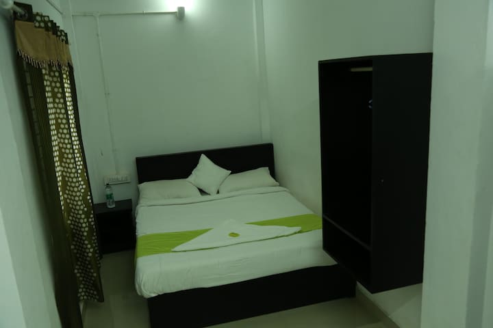 Deluxe room forBudget Travellors