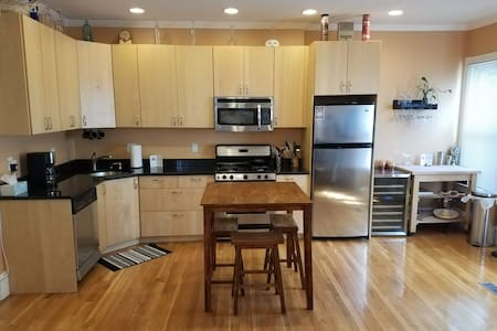 2 Bed / 1.5 Bath Condo. 5-minute walk to Red Line.