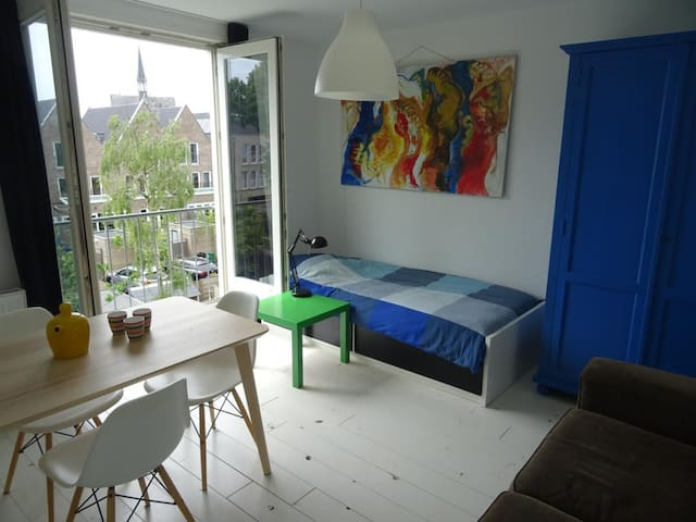 2 ruime slaapkamers met badkamer vlakbij Amsterdam