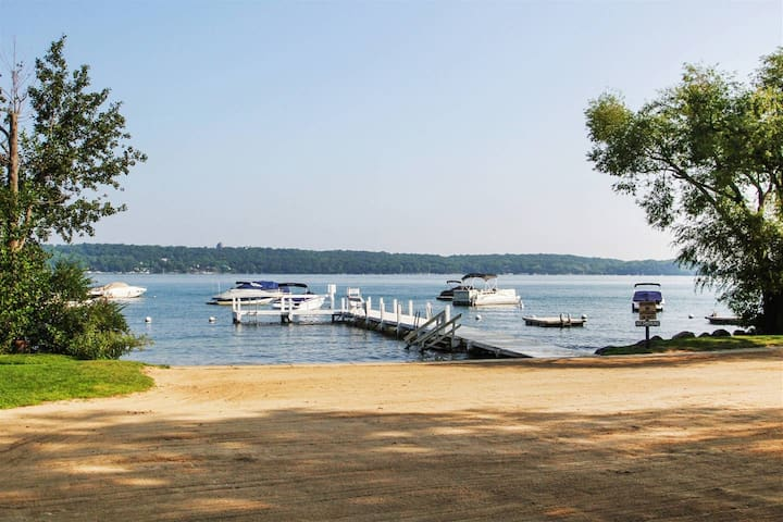 Abbey Springs - Lake Geneva - 2 BR - Sleeps 6
