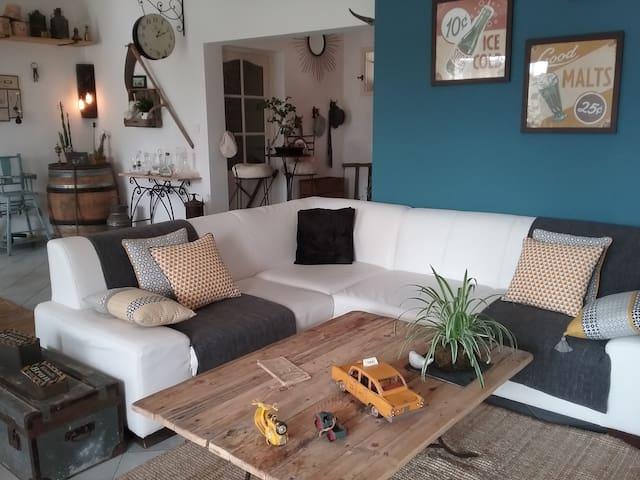 Villa de 140m2 avec piscine sur terrain de 1800m2 - Rochefort-du-Gard - บ้าน