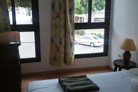 Pequeña acogedora habitacion Doble - Los Abrigos - Bed & Breakfast
