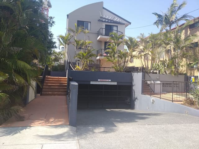 Shared Flat in Broadbeach