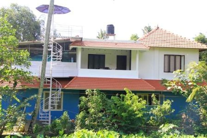 AAKASH HOME STAY