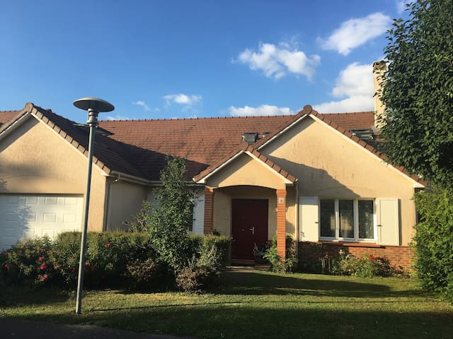 House close to the national golf/Versailles/Paris