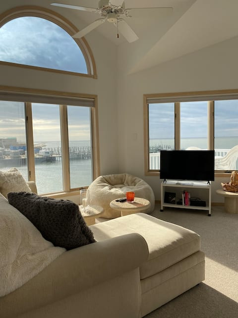 Perfect Townhouse - Water Views From Every Window
