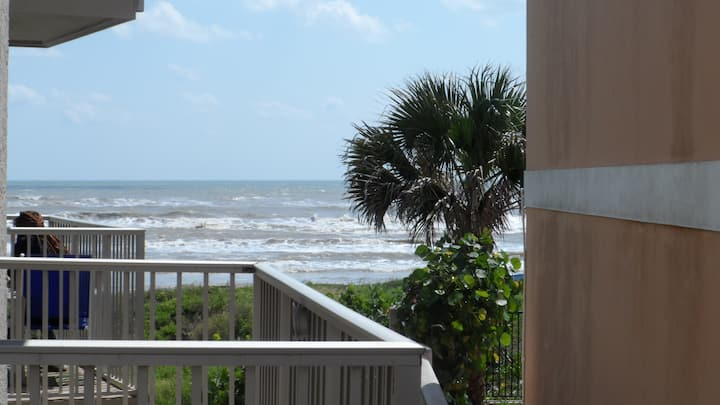 *NEW LOW RATES* Large 1-Bedrm Condo On the Beach