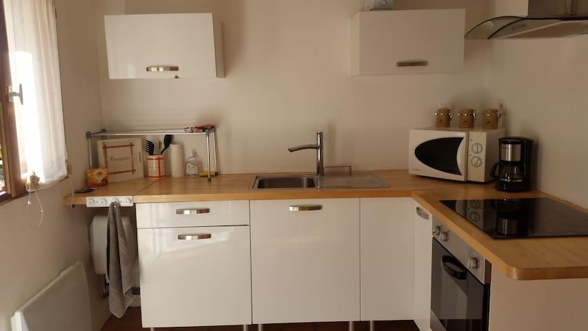 Studio meublé indépendant dans maison particulière