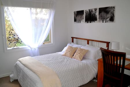 Quiet, leafy, close to city/airport - Pascoe Vale South