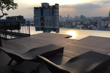 Comfy 1BR Rooftop Pool Subway WIFI - Bangkok