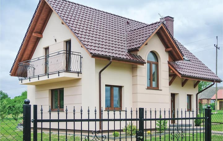 Stunning home in Kolczewo with WiFi and 3 Bedrooms