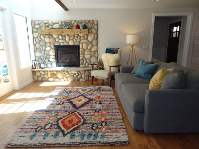 Remodeled & Cozy Sunriver Cabin- Walk to the Park!