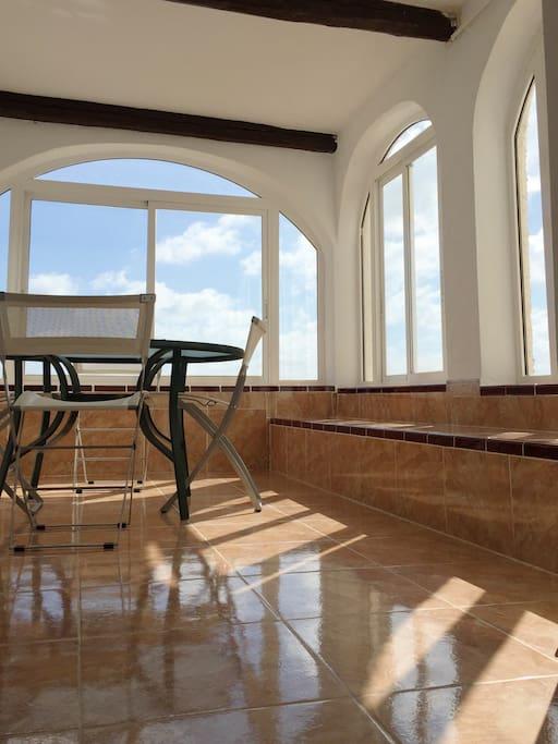 Comfy sun room to enjoy sun