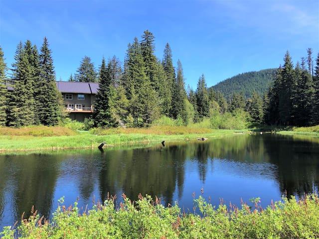 Lakeside Chalet on Mt. Hood - Pool, Hot Tub, Sauna