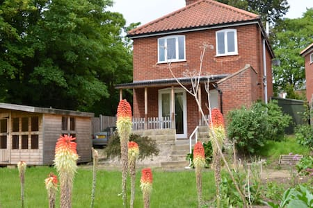 FRIARS CROFT LODGE - 3 BED SPACIOUS DET. HOUSE - Wymondham