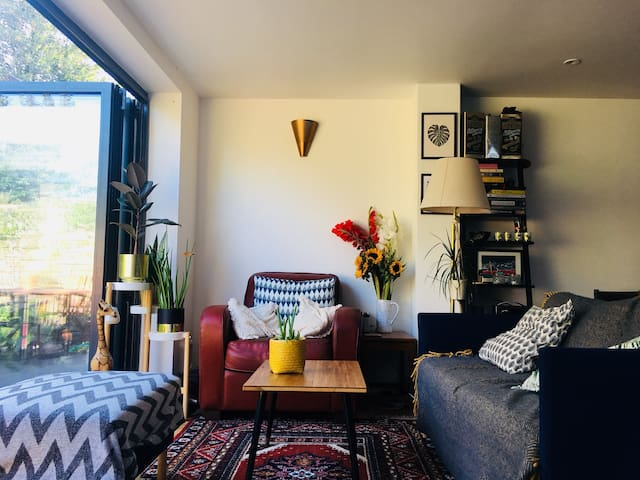Spacious stylish Nunhead 2bed with loads of light