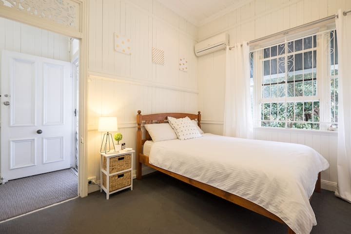 Nice room, good location, parking! - Woolloongabba - Rumah