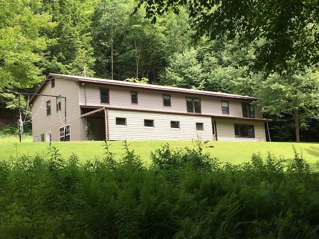 Secluded Mountain Home perfect for Large Groups