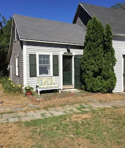 Quiet and Quaint Cottage - Chatham - Cabanya