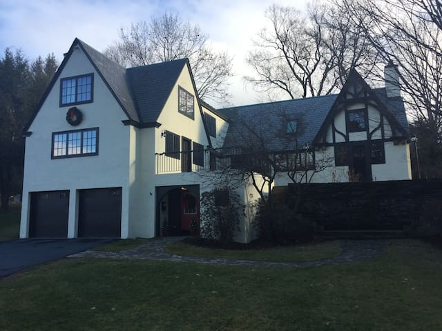 In-town Hanover home at edge of Dartmouth campus