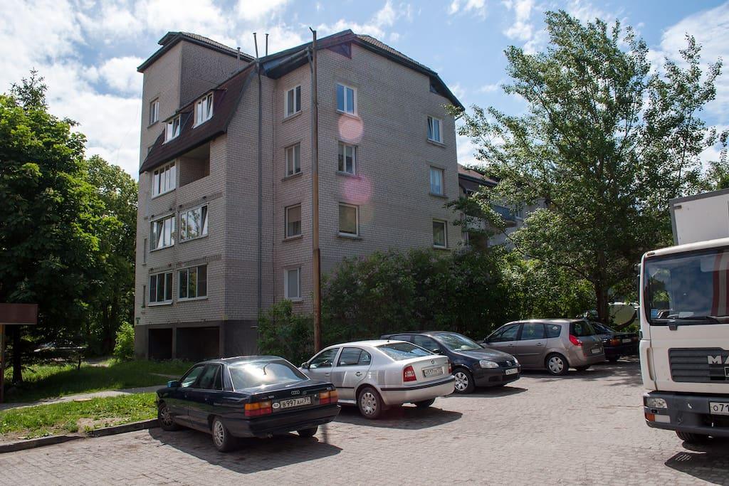 дом гостевая парковка