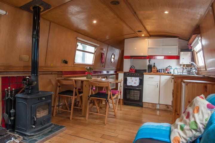 Self Catering Barge, Tig Beatha
