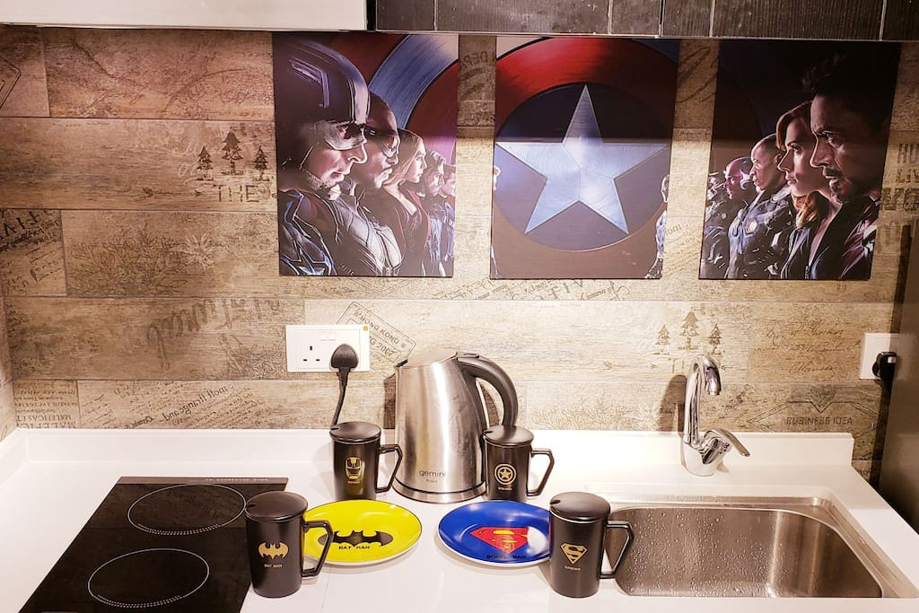 The ☆Avengers☆ Dishs & cups provided for you to use. Coffee is in the cupboard. ☆复仇者聯盟碟子☆&杯子提供让您使用。咖啡沖劑在橱柜里面。