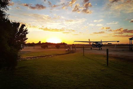 Dropzone Escape, 15 min to Murray River & Wineries