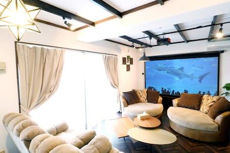 安心の一棟貸スタイル 徹底的なコロナ対策 密を気にせず120インチスクリーンを室内で楽しめる宿