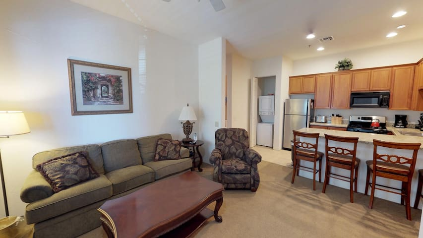 (CLR100) Private One Bedroom Condo with Living Room and Kitchen