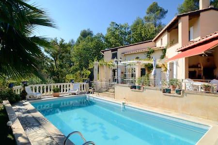 PROVENCE - LUBERON : VILLA PISCINE, 1750 m2 CLOS - La Tour-d'Aigues