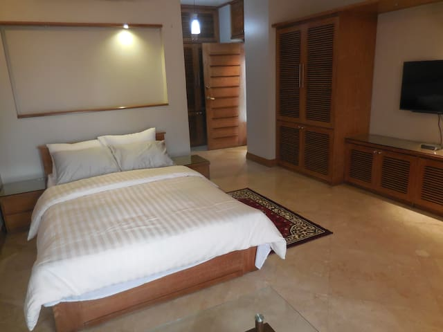 Guest House in Baridhara Diplomatic Area