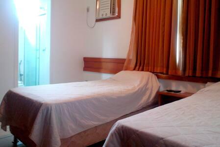 FOTO  TWIN BEDS  (duas camas de solteiro)