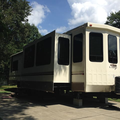 RV Living at Its Best - Edgewater - Autocaravana