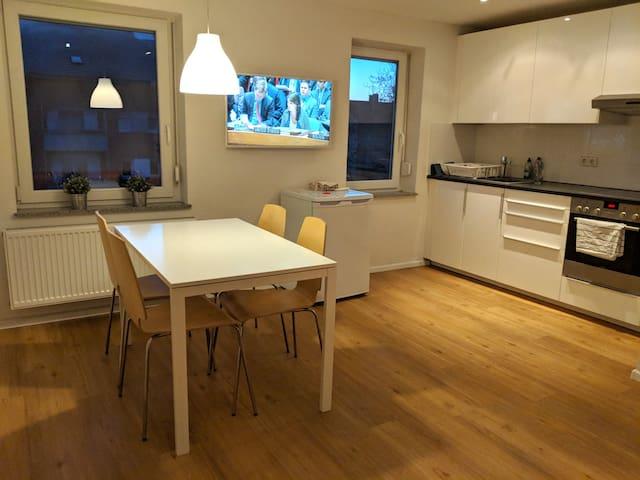 Saubere+sichere Wohnung inkl Parkplatz, 900€/Monat