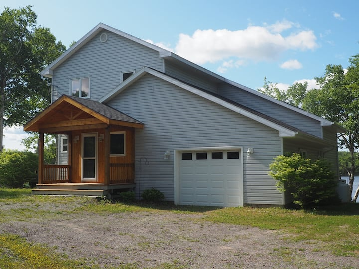 Picturesque 3BR Home on the Mira River