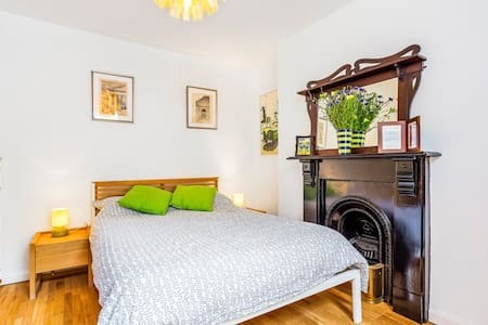 Islington: Cosy bedroom in large Victorian house - Londýn - Dům