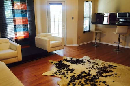 Modern condominium with cozy 2BD - New Castle