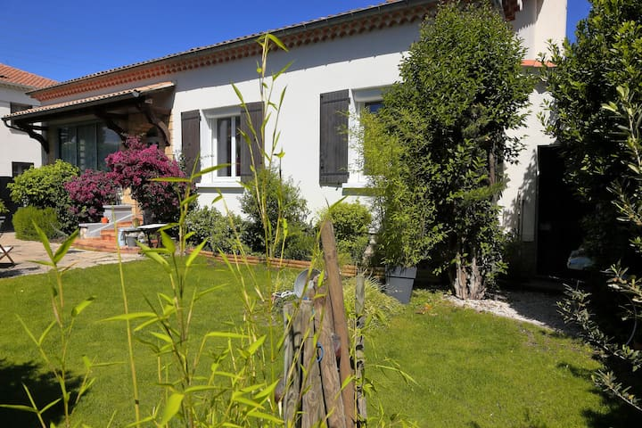 Villa proche Avignon avec Jardin. - Le Pontet - Rumah