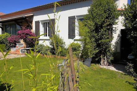 Villa proche Avignon avec Jardin. - Haus