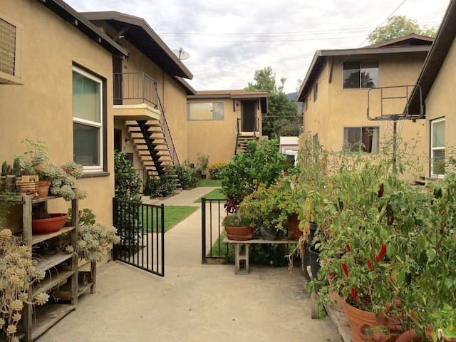 Monrovia 2 Bedroom Private Apartment in Quiet Area - Monrovia - Apartamento