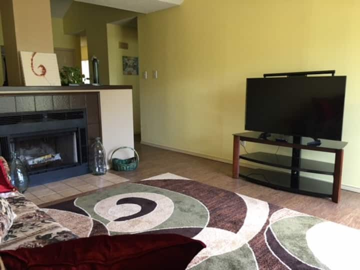Cimarron Country Club Condo near Great Shopping